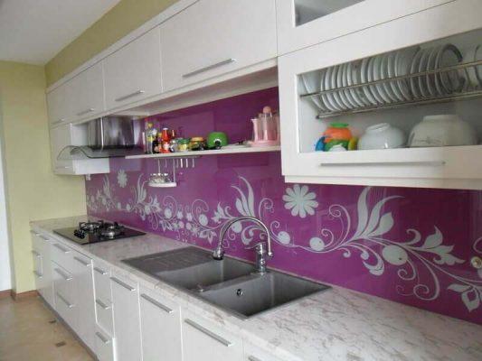 Kính hoa văn ốp tường nhà bếp